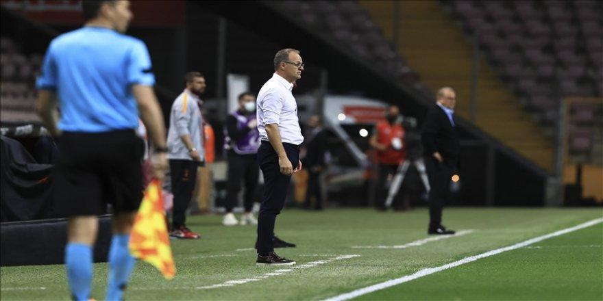 Helenex Yeni Malatyaspor Teknik Direktörü İrfan Buz: Futbolcularımız sonuna kadar onurlu bir mücadele verdi