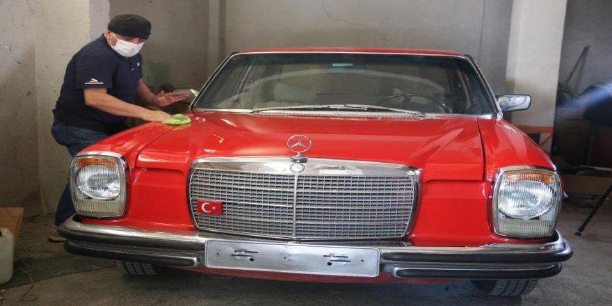 Klasik otomobilleri, atölyesinde ilk günkü ihtişamına kavuşturuyor