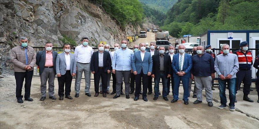 Rize'de 15 belediye başkanı İkizdere'de yapılacak taş ocağına destek verdi