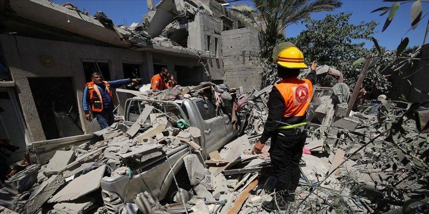 İsrail'in Gazze'ye düzenlediği saldırılarda hayatını kaybedenlerin sayısı 61'i çocuk, 213'e yükseldi