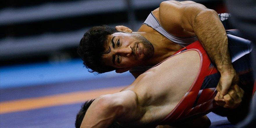Milli güreşçi Murat Fırat, Polonya'da altın madalya kazandı