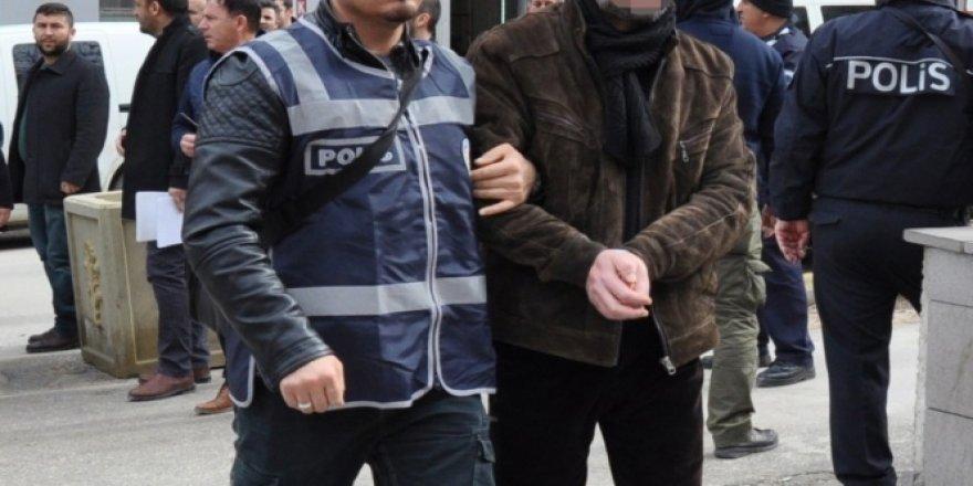 Sahte dekontla dört iş yerini 29 bin lira dolandıran 2 kişi yakalandı