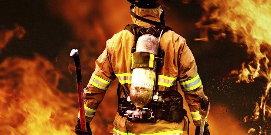Gebze'de Geri Dönüşüm Deposunda Korkutan Yangın
