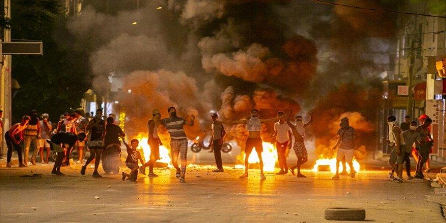 Tunus'ta gözaltına alınan gencin ölümüne yönelik protestolar sürüyor