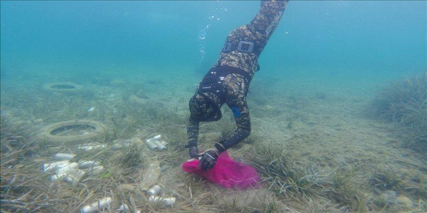 Bodrum'da dalgıçların yaptığı deniz dibi temizliğinde yarım tona yakın atık toplandı