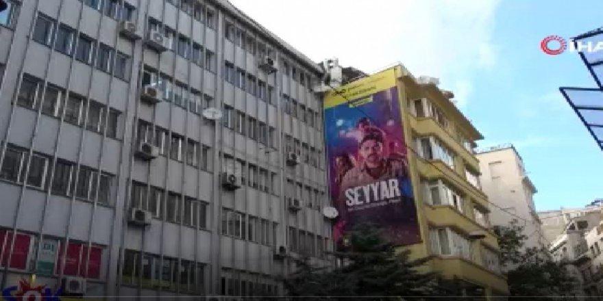 Beyoğlu'nda evinde sinir krizi geçiren alkollü şahıs camı çerçeveyi indirdi