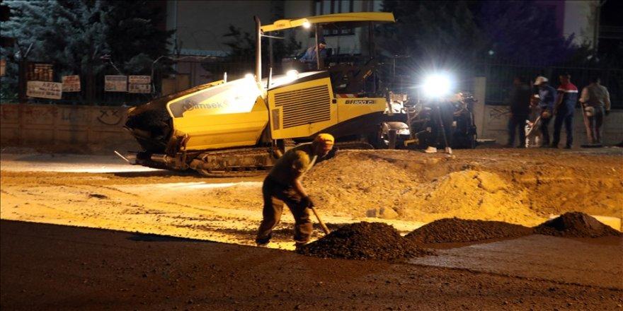 Diyarbakır'da belediye ekipleri konforlu yol için gece de mesaide