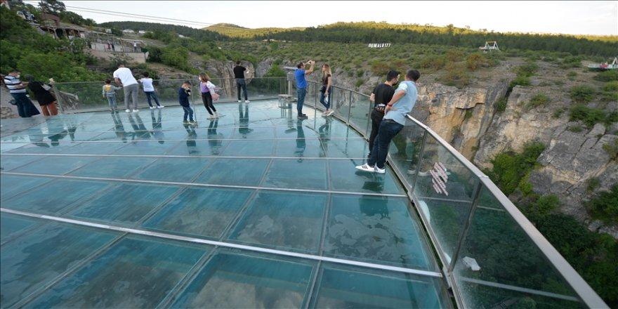 Türkiye'nin ilk cam seyir terası yeniden misafirlerini ağırlamaya başladı