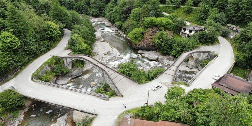 Doğanın kalbindeki tarihi 'Çifte Köprüler' ziyaretçilerini bekliyor
