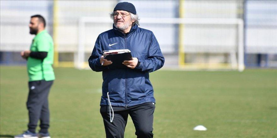 Kocaelispor Teknik Direktörü Mustafa Reşit Akçay, hastaneye kaldırıldı