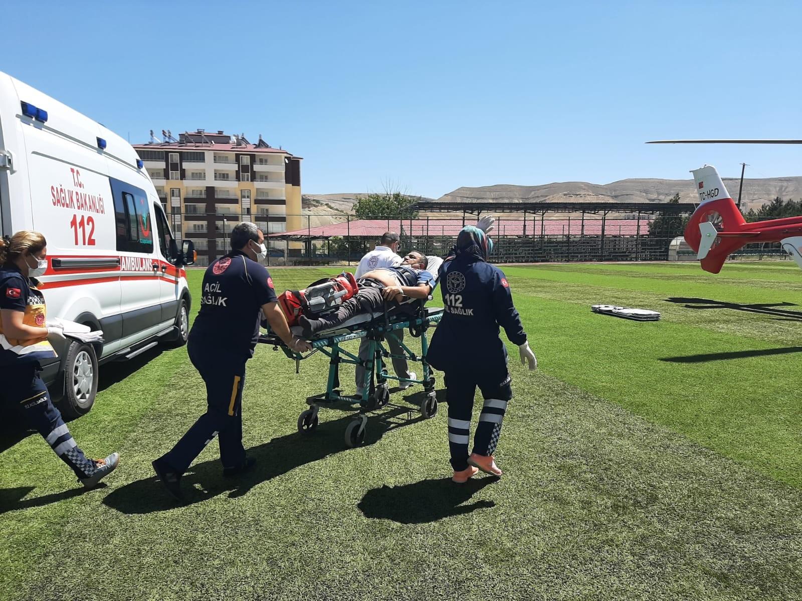Sağlık personelinin imdadına ambulans helikopter yetişti