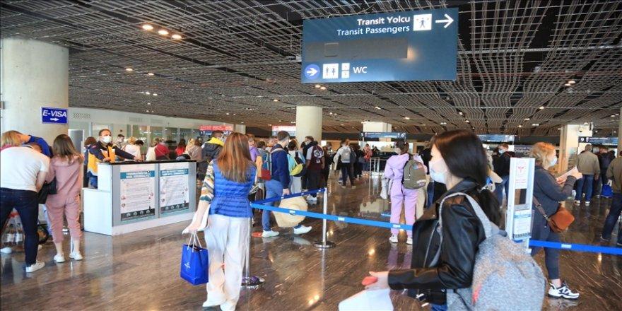 Rusya'nın tüm uçuşları yeniden başlatma kararı turizm sektörünü sevindirdi