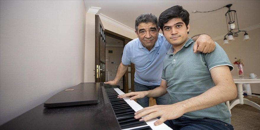 Müzik dehası otizmli piyanist Buğra'nın yaşamındaki 'gölge öğretmen' babası oldu