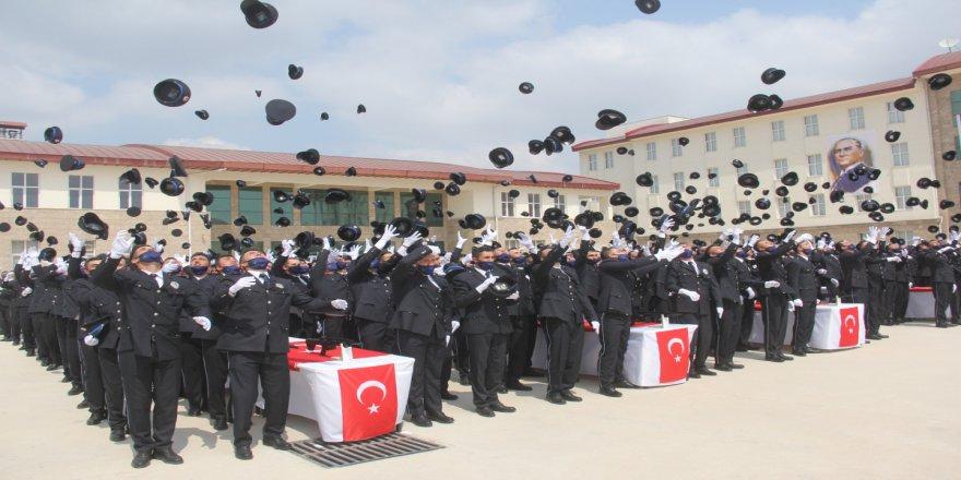 Adana'da 413 polis adayı mezun oldu
