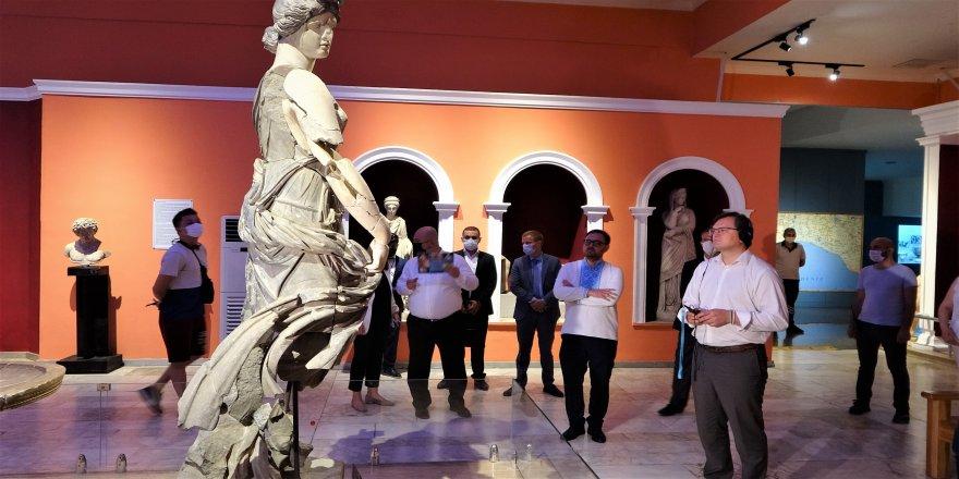 Ukrayna Dışişleri Bakanı Kuleba: 'Tüm Ukraynalı turistleri Antalya'ya gelmeye davet ediyorum'