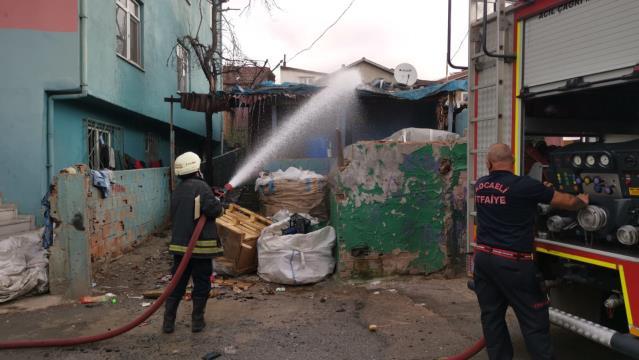 Gebze'de gecekondu da yangın çıktı