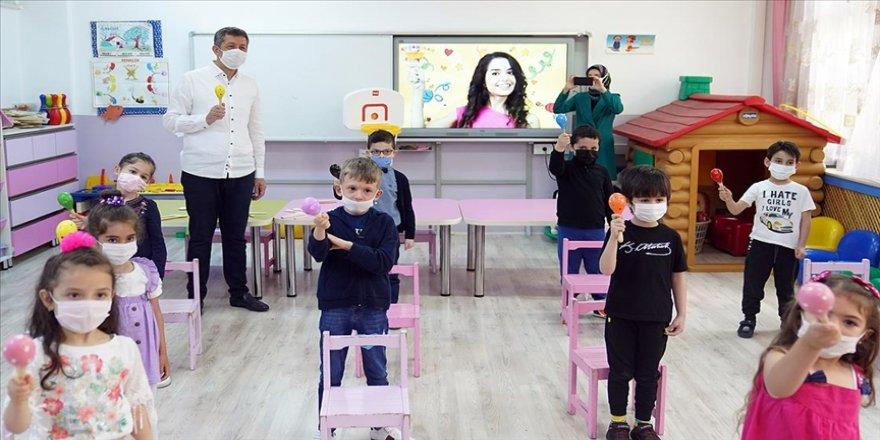 Milli Eğitim Bakanı Selçuk: Bu yazın okuyarak, sporla, sanatla geçmesi bizim açımızdan çok kritik