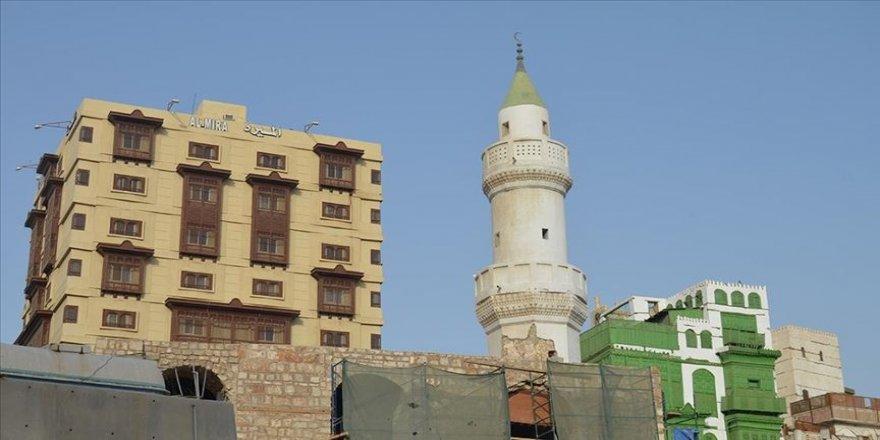 Suudi Arabistan'da geçen ay alınan cami hoparlörlerine yönelik kısıtlama kararına tepkiler sürüyor