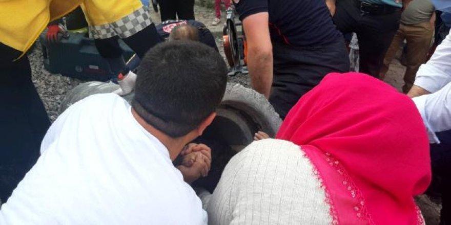Dilovası'nda 5 yaşındaki çocuk, oyun oynarken kanalizasyon borusuna sıkıştı