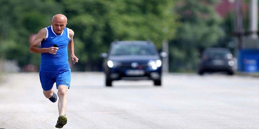 'Atlet Cemal' 15 yıldır işine koşarak gidip geliyor
