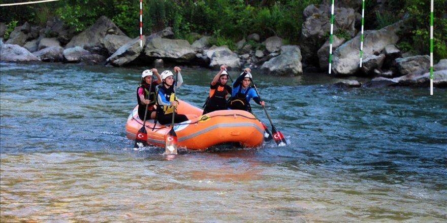 Rafting Kadın Milli Takımı, dünya şampiyonasına Fırtına Deresi'nde hazırlanıyor