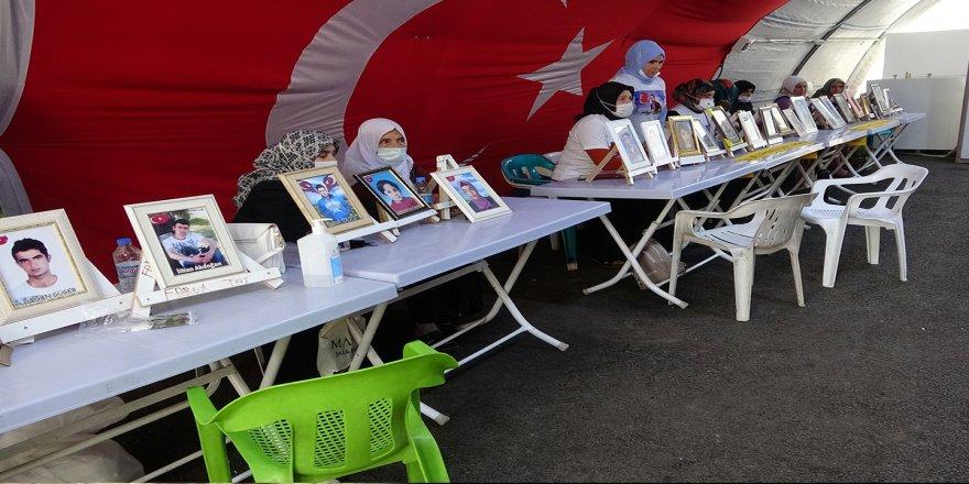 HDP önündeki evlat nöbetindeki anneden kızına teslim ol çağrısı
