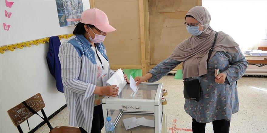 Cezayir'de nihai seçim sonuçlarında 7 sandalye kaybeden Ulusal Kurtuluş Cephesi liderliğini korudu