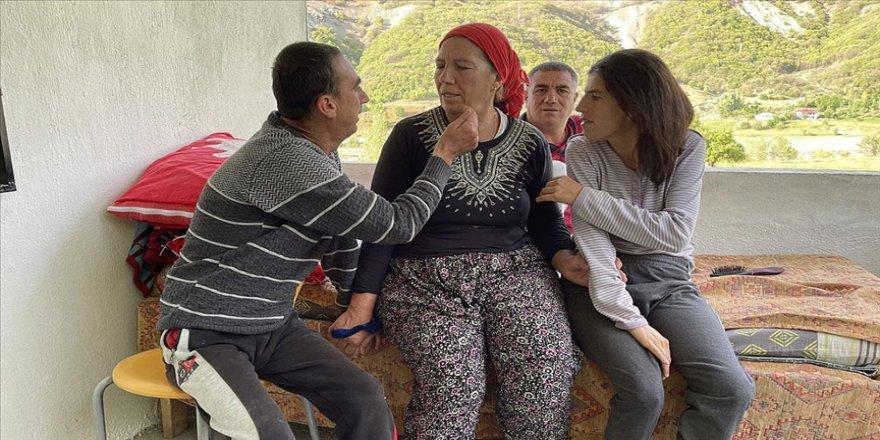 Bingöl'de ömrünü 3 engelli çocuğuna adayan 'Altın' anne