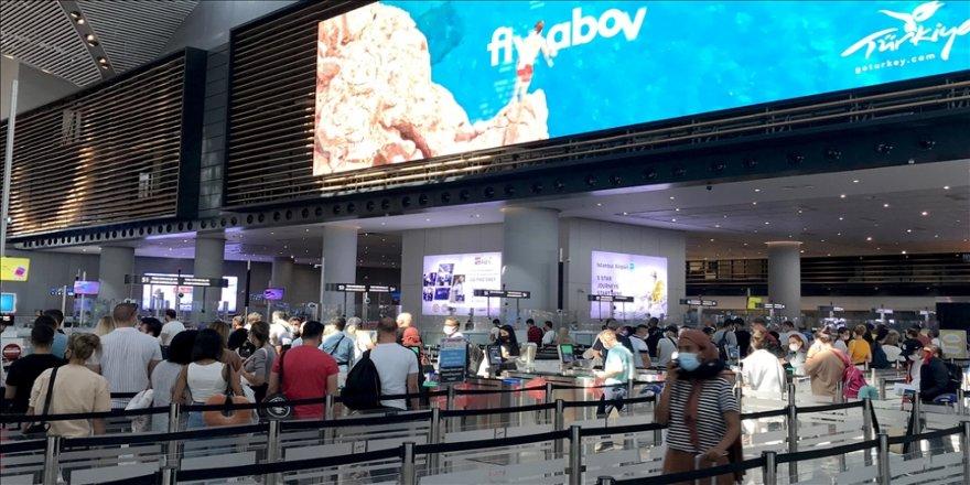 İstanbul'daki havalimanlarında Kurban Bayramı yoğunluğu yaşanıyor