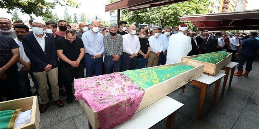 Rize'deki sel ve heyelanda hayatını kaybeden 5 kişi son yolculuklarına uğurlandı