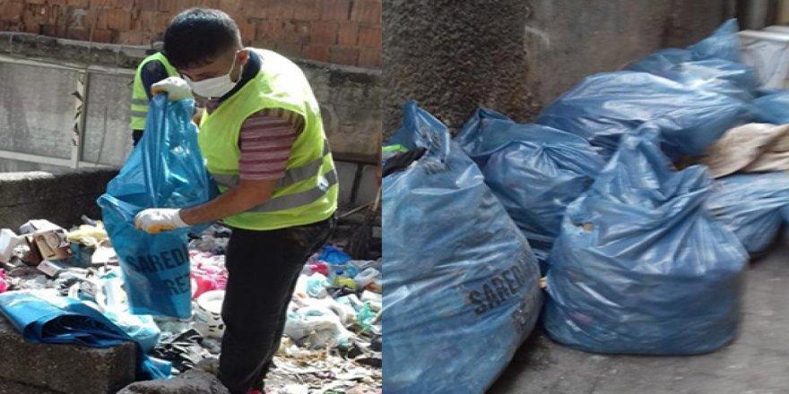 Diyarbakır'da harabe evde 1 ton çöp çıkarıldı
