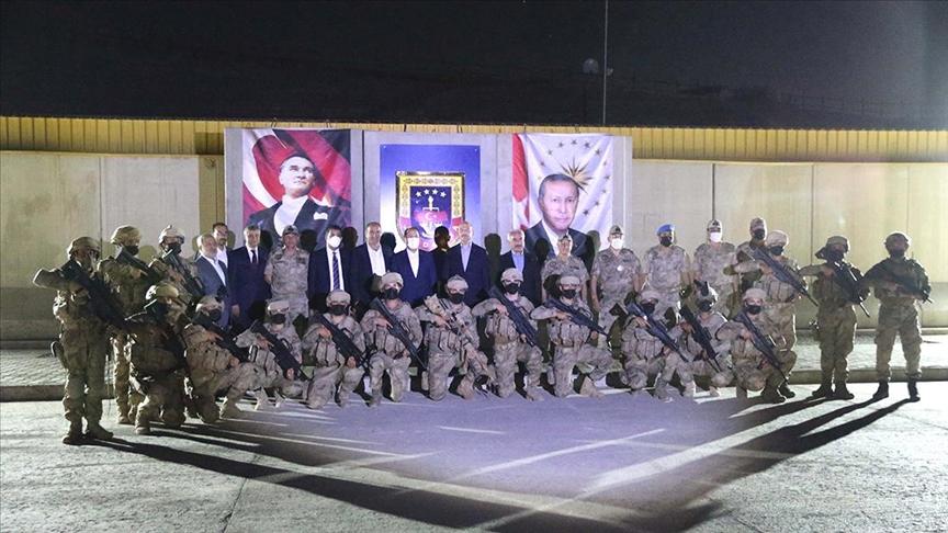 Bakan Soylu, Şehit Jandarma Uzman Çavuş Tuncay Arslan Üs Bölgesi'ndeki askerlerle bir araya geldi