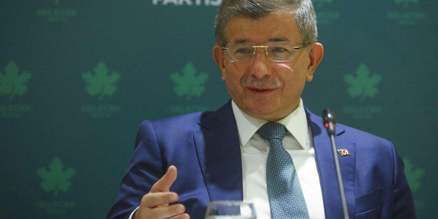 Gelecek Partisi lideri Ahmet Davutoğlu, gelecek için umut aşıladı