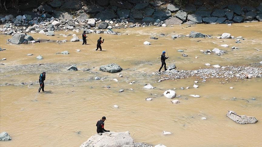 Rize'deki sel ve heyelanın ardından kayıp arama ve hasar tespit çalışmaları sürüyor