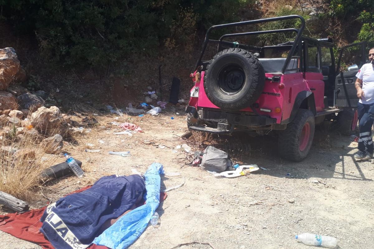 Safari aracı devrildi: 1 ölü, 9 yaralı