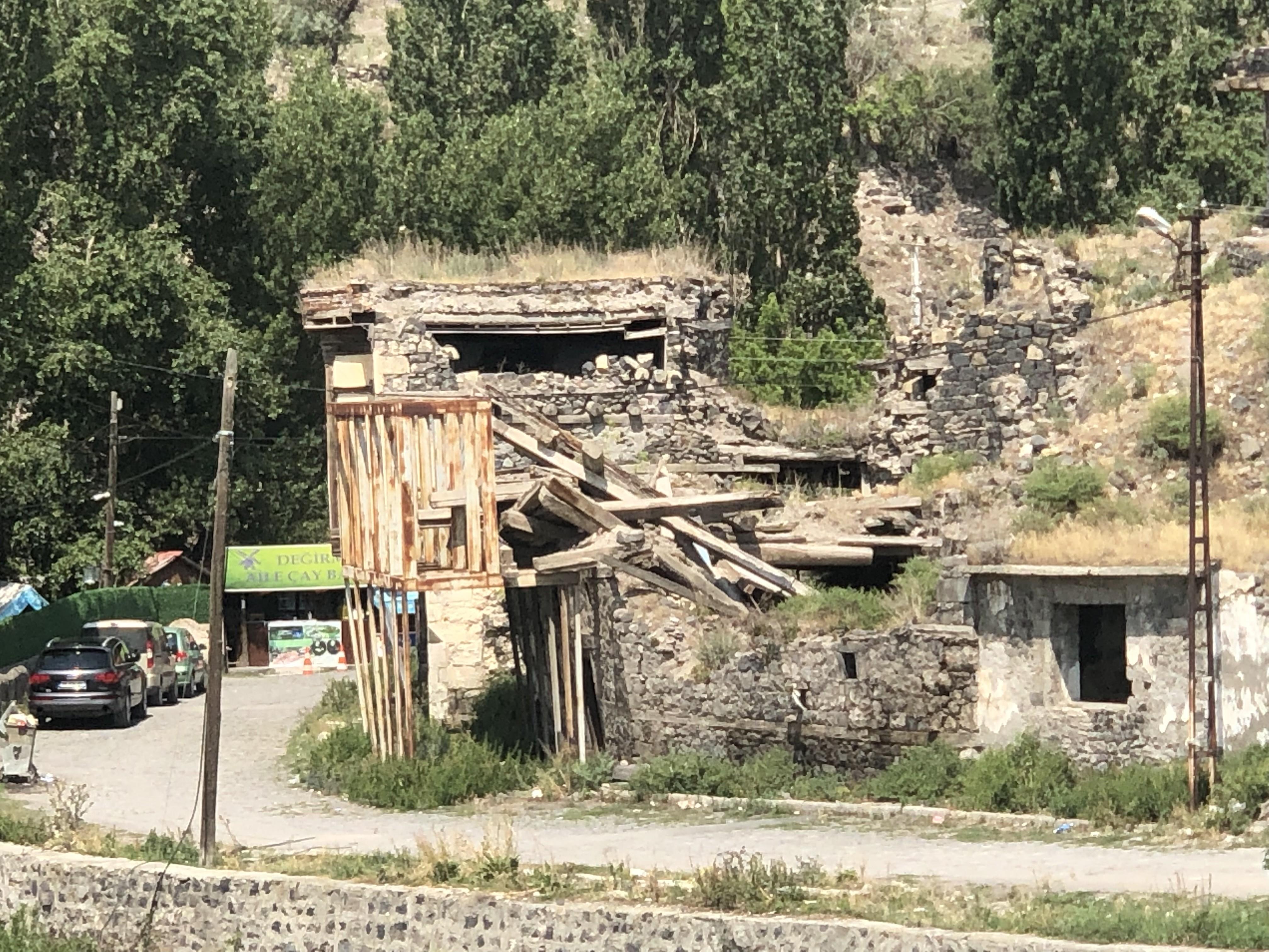 Tarihi Kars Evleri tamamen yıkıldı