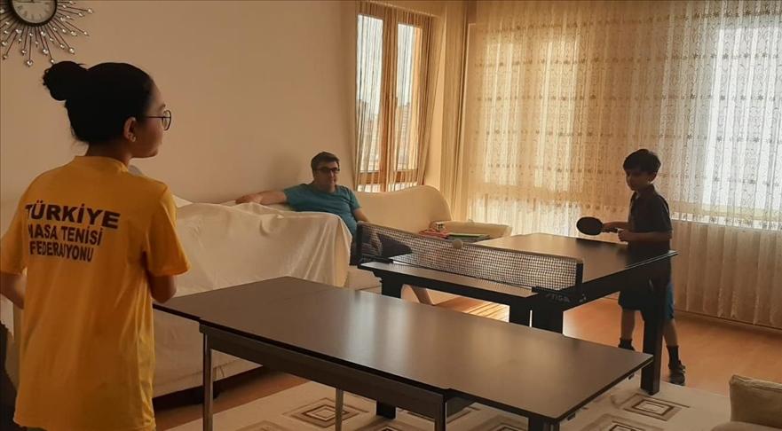 Masa tenisinin minik şampiyonu Ali Enes, müsabakalara evde yemek masasında hazırlandı