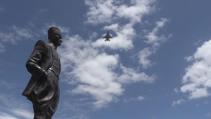 Erzurum Kongresi'nin 102. yıl dönümünde F-16'lar gösteri yaptı