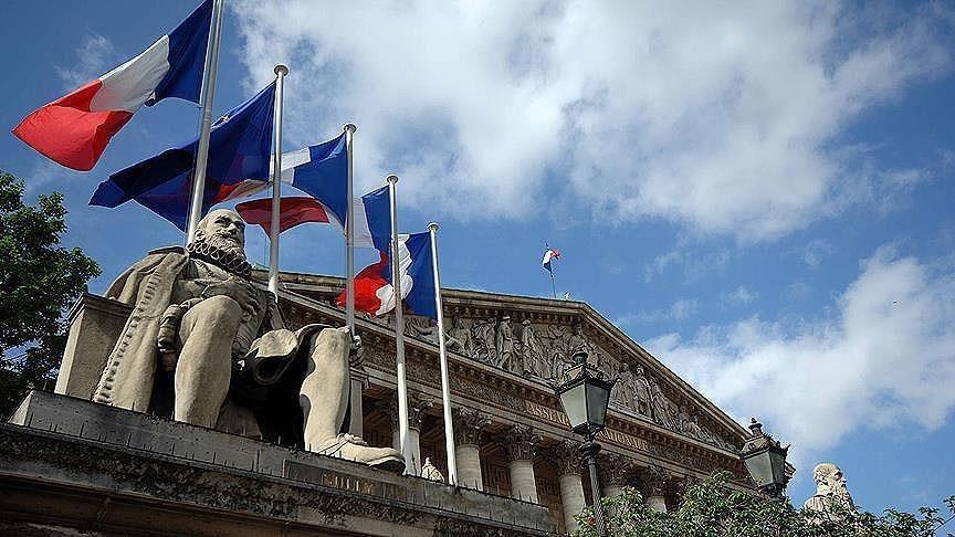 Fransa'da okuduğu ayet 'Cumhuriyet değerlerine aykırı' görülen imamın görevine İçişleri Bakanı'nın emriyle son verildi