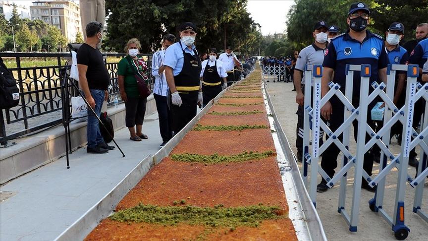 Hatay'ın anavatana katılışının 82'nci yılı 82 metrelik künefeyle kutlandı