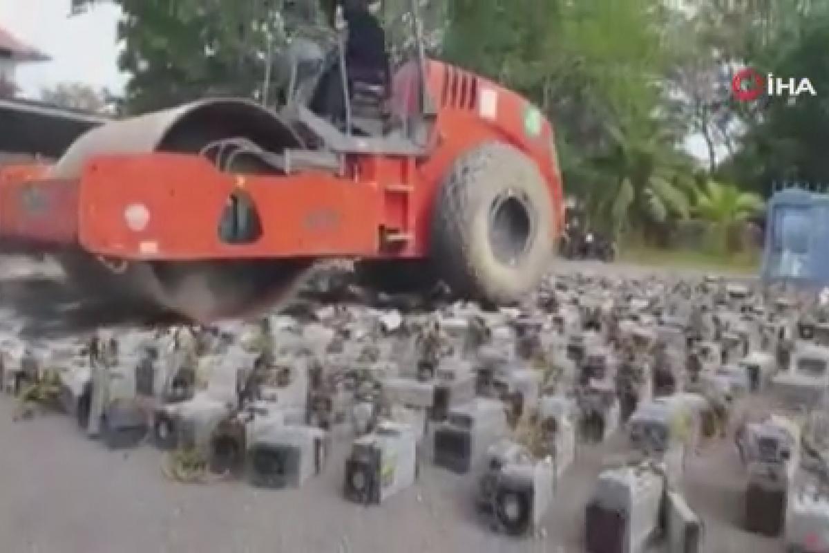 Malezya polisi, Bitcoin madenciliğinde kullanılan cihazların üstünden silindirle geçti