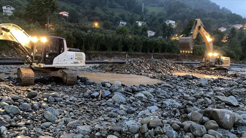 Artvin'in Arhavi ilçesinde arıza giderildi su verilmeye başlandı