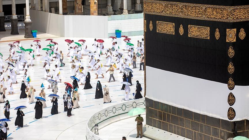 Suudi Arabistan itibarıyla umre sezonunun başladığını duyurdu