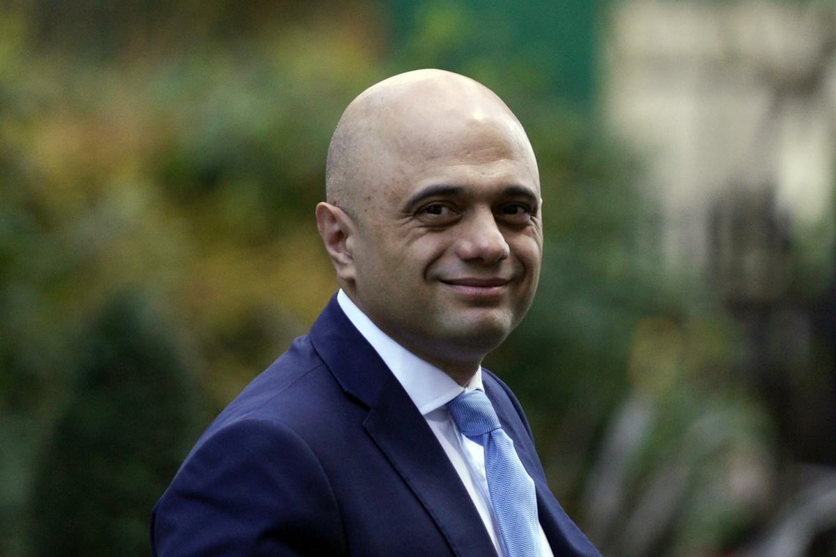 İngiltere'de 'Covid-19'dan korkmayın' diyen Sağlık Bakanı özür diledi
