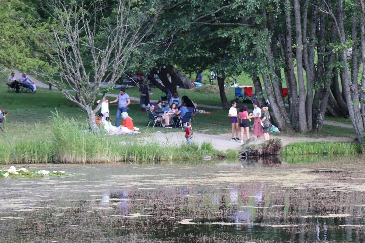 Gölcük Tabiat Parkı'nda tatilci yoğunluğu