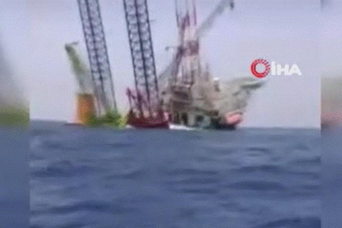 Çin'de 67 kişiyi taşıyan deniz platformu yan yattı