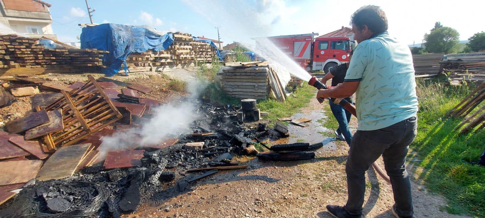 Gebze'de  şantiye içinde yakılan ateş,yangın çıkardı