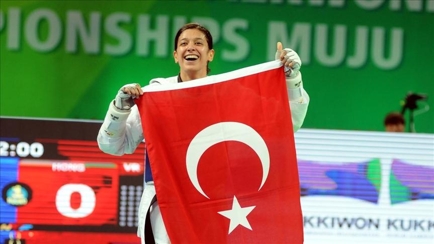 Milli tekvandocu Nur Tatar çeyrek finale yükseldi