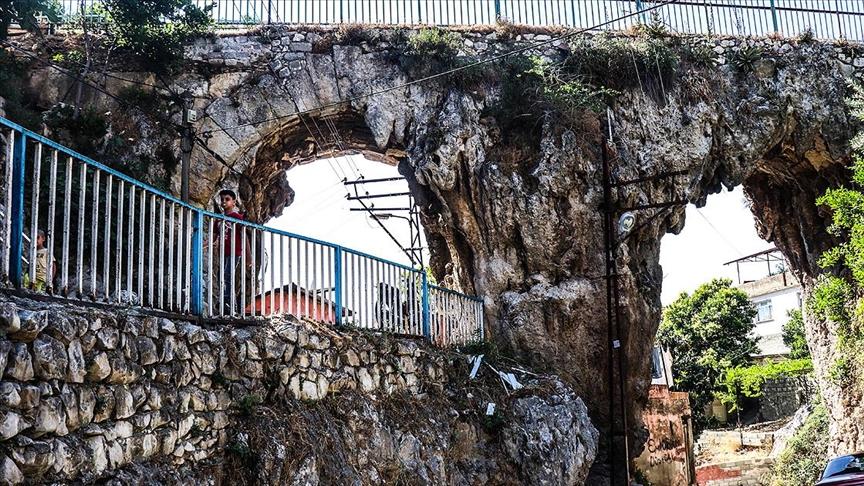 Hoşgörü kentinin tarihi su kemerleri zamana direniyor