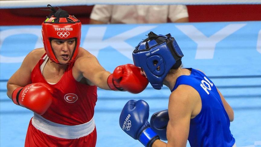Busenaz Sürmeneli Türkiye'nin olimpiyatlarda ringe çıkan ilk kadın boksörü olmanın gururunu yaşıyor